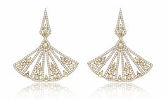 These fan earrings from Eiseman are the perfect wedding day accessories. Eiseman Jewels | Jewelry Trend | Diamond Earrings | Eiseman Bridal