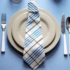 Father's Day Napkin Fold ~ a square cloth napkin folded to mimic the look of a necktie--  https://www.youtube.com/watch?v=hNOuC7BwWmg