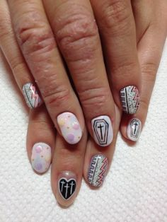 ImageFind images and videos about nails, pastel and nail art on We Heart It - the app to get lost in what you love. Love Nails, How To Do Nails, My Nails, Hipster Nail Art, Pastel Goth Nails, Heart Nails, Types Of Nails, Creative Nails, Halloween Nails