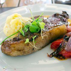Nosso #almoço no #Restaurante #GranHotelPotrerillos em #Mendoza #Argentina teve #Carne com Purê de Batatas um suculento #OjoDeBife super macio e saboroso mal passado como todo bife de ancho argentino deve ser o toque extra de sabor ficou à cargo do sal rosada del Himalaya. Contamos tudo aqui: http://bit.ly/potreri - - - - - - - - - - - - - - - - - - -  #Potrerillos @visitargentina #CDVTripMendoza #CDVTripGHPotrerillos #ArgentinaEsTuMundo #argentina #argentina_ig #argentina360 #argentinaig…