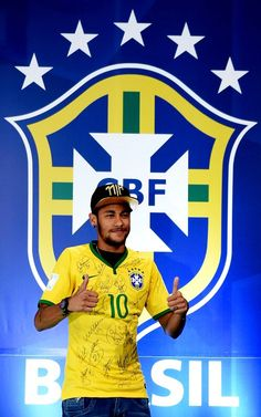 Neymar Photos - Neymar attends a press conference on July 2014 in Teresopolis, Brazil. Barcelona Soccer, Fc Barcelona, Good Soccer Players, Football Players, Neymar Jr 2014, Alex Morgan Soccer, Cristiano Ronaldo Lionel Messi, Soccer Girl Problems, Manchester United Soccer