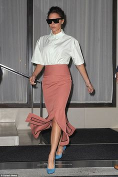 Victoria Beckham flashes legs in pink pencil skirt in NY | Daily Mail Online