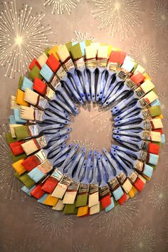 Wreath made of paint brushes! Would be a fab gift for a DIY friend.