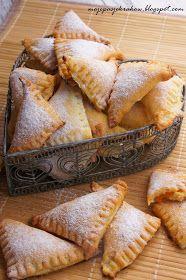 moje pasje: Fagottini di ricotta - przepyszne włoskie ciasteczka prosto z Umbrii Cupcake Cookies, Camembert Cheese, Muffins, Ricotta, Bread, Baking, Food, Baskets, Recipes