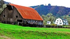 My Family Ranch Elkton Oregon - House and Barn Built by my G. Country Barns, Old Barns, Country Life, Country Roads, Country Living, Portland, Vancouver, Bank Barn, Salem