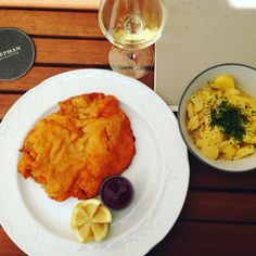 #stephan #schnitzel #vienna Vienna, Cornbread, Food And Drink, Ethnic Recipes, Millet Bread, Corn Bread
