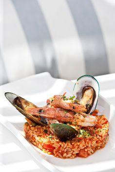 Mussels, Prawns & Kritharaki Dutch Recipes, Greek Recipes, My Favorite Food, Favorite Recipes, Good Food, Yummy Food, Greek Cooking, Ios, Restaurant