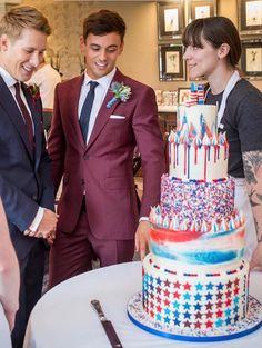 Gay Wedding Cakes, Wedding Tux, Lgbt Wedding, Wedding Attire, Wedding Couples, Our Wedding, Dream Wedding, Cute Gay Couples, Couples In Love