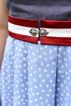 Gürtel aus Satin in rot-weiß-rot mit kleiner Trachtenschleife im Vorderteil. Dieser Gürtel wird in der Taille getragen und sehr vielseitig verwendbar. Er passt zu jedem Dirndl, Sommerkleid und Blusenkleid. Diamond Are A Girls Best Friend, Outfit, Satin, Belt, Fashion, La Mode, Dirndl, Woman, Curve Dresses
