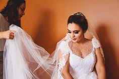 Casamento Bela e André Bride Portrait, Lace Wedding, Wedding Dresses, Fashion, Belle, Valentines Day Weddings, Bride Dresses, Moda, Bridal Gowns