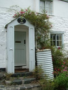 Cadgwith, Cornwall By Bea Broadwood www.petite-properties.com
