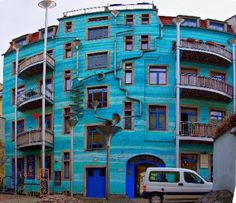 A Building That Plays Music When it Rains. This building is located in Dresden, Germany. It's called Neustadt Kunsthofpassage. Google Image Result for https://club-sonus.sony.de/3bbebbf90e475b77f42fd5190dfb49b6/PREVIEW/Architektur/Andere/Kunsthofpassage-Dresden-Neustadt.image