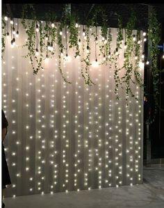 Legend DIY sheer curtain backdrop with fairy lights - Dekoration Hochzeit - Wedding Dekorations Wall Backdrops, Backdrop Ideas, Diy Photo Backdrop, Ceremony Backdrop, Booth Ideas, Wedding Backdrops, Head Table Backdrop, Backdrop With Lights, Wedding Flower Backdrop