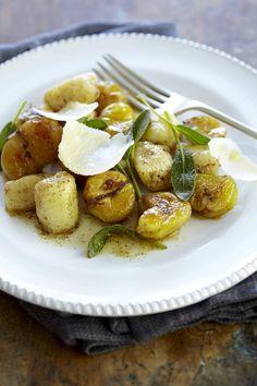 Gnocchi & Roasted Chestnuts with Burnt Sage Butter - das Rezept gibt es nicht mehr, aber es ist ersichtlich was alles drin gehört: Gnocchi mit gebratenen Marroni und Salbei in Butter und etwas Parmesan fürs Servieren.
