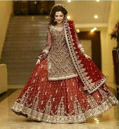 Beautiful And Luxury Wedding Outfit For Bridal 25 Asian Bridal Dresses, Bridal Mehndi Dresses, Bridal Dress Design, Pakistani Wedding Dresses, Pakistani Dress Design, Bridal Outfits, Bridal Lehenga, Indian Dresses, Pakistan Bride