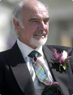 Worth a listen (with the caveat that I would listen to Sean Connery read the phone book) ~ Love his tartan tie & matching heather boutonniere ~ Class! Sean Connery, Hollywood Actor, Old Hollywood, James Bond, Edinburgh, Gorgeous Men, Beautiful People, Men In Kilts, Oscar