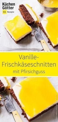 Schokoteig, Vanille-Creme und Pfirsichguss vereint in einem #Blechkuchen - wir verraten dir ein tolles Rezept für selbst gemachte Vanille-Frischkäseschnitten.