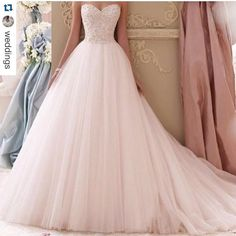 #Repost @weddings with @repostapp.  Gorgeous #weddingdress