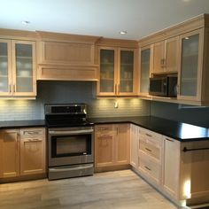 Check out the photos of Contracting By Us in Oakville, Ontario on HomeStars Maple Kitchen, Kitchen Redo, Home Decor Kitchen, New Kitchen, Kitchen Remodel, Kitchen Ideas, Kitchen Themes, Maple Cabinets, Kitchen Cabinets