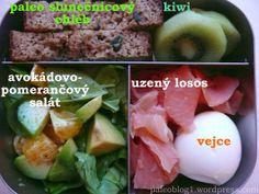Paleo boxík č.7 - oběd: avokádový salát s pomerančem, uzený losos, svačina: paleo slunečnicový chléb, vejce, mls: kiwi / paleo lunch box: avocado orange salad, smoked salmon, egg, paleo yeast bread, kiwi