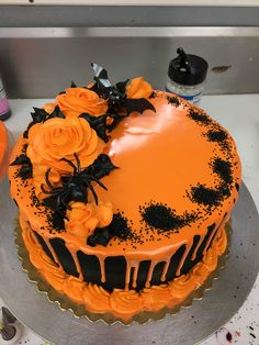 Dulces Halloween, Bolo Halloween, Halloween Torte, Pasteles Halloween, Halloween Birthday Cakes, Birthday Sheet Cakes, Halloween Sweets, Halloween Baking, Halloween Food For Party