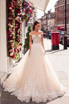 Bridal Gowns of pure elegance designed for the bride that knows what she desires on her wedding day Gold Coast Wedding Dresses and Gold Coast Bridal. Wedding Dress Bags, Dream Wedding Dresses, Bridal Dresses, Wedding Gowns, The Bride, Bridal Style, Marie, Ball Gowns, London Wedding