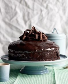 """Die koek is veganvriendelik, maar nie die versiersel nie. Dis 'n heerlike resep vir mense wat nie eier eet nie. Egg Free Chocolate Cake, Perfect Chocolate Cake, Amazing Chocolate Cake Recipe, Decadent Chocolate Cake, Chocolate Recipes, Delicious Chocolate, Baking Recipes, Cake Recipes, Dessert Recipes"