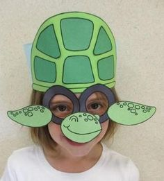 Make this sea turtle with your students as you study sea life or make a trip to a local aquarium.