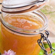 1. Curăță de coajă și semințe pepenele galben și pune miezul tăiat cuburi într-un castron. Pune sâmburii și miezul curățat de pe coji într-un tifon bine legat și scurge sucul peste cuburile de pepene. 2. Pune pe foc mic miezul de pepene galben și săculețul de tifon (suspendat de o coadă de lingură așezată deasupra … Preserving Food, Preserves, Deserts, Food And Drink, Gem, Homemade, Canning, Sweet, Cook