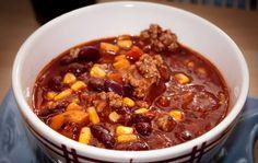Hole dir ein Chili con Carne Kinder Rezept für deine Kindergeburtstagsparty! Chili con Carne schmeckt auch lecker ohne scharfen Chili. Kinder liebes es!
