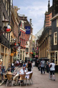 Verborgen straten en terrasjes op elke hoek. #Amsterdam leeft.
