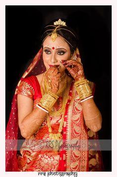 Wedding Portraits by Ritesh Sett on - new_makeup_pintennium Bengali Bridal Makeup, Bengali Wedding, Bengali Bride, Indian Bridal, Gold Wedding Jewelry, Rose Gold Jewelry, Gold Jewellery, Ethnic Jewelry, Indian Jewelry