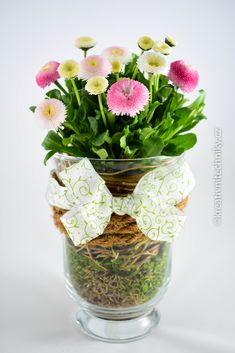 spring decorations DIY, jarní dekorace do bytu #DIY #spring #decorations #forthehome #ideas #easy #jarnídekorace #dobytu #jarnídekorace #naparapet #jaro #tvoření #tvoření #výzdoba #dekorace #handmade Diy Easter Decorations, Paper Decorations, Tulips Flowers, Easter Crafts, Diy Crafts For Kids, Glass Vase, Column Covers, Floral Shoes, Sweet