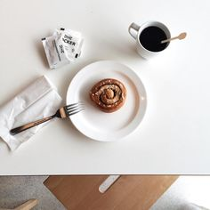 Who can resist a $1 midday snack?? Warm cinnamon roll and coffee on this rainy (but hazy) day  #food #yum #snack #cinnamon #cinnamonroll #coffee #coffeeaddict #coffeecoma #caffeine #onthetable #ikea #tampines #singapore #minimal #minimalist #snapseed #vscocam #vscofood