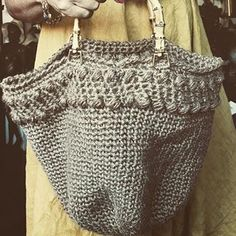 Tote bag en chanvre n.2Hemp tote bag @sowoolsocool #hemp #totebag #bamboo #crochet #crochetbag #crochetaddict #summerbag #outfit #madeinmonaco #instamood #instagood #etsyfrenchriviera #picoftheday #marketbag #chanvre #chanvrebio Crochet Bags, Hemp, Wool, Tote Bag, Summer, Outfits, Instagram, Crochet Purses, Summer Time