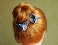 Pinces papillon origami en tissu coton gris fleurs roses, accessoires cheveux, barrettes : Accessoires coiffure par latelier-dans-larbre