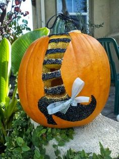 Do you know actually how to carve a Halloween pumpkin? Here are some fab carving ideas to get you started. Pumpkin Halloween Costume, Diy Halloween Costumes, Halloween Pumpkins, Fall Halloween, Halloween Crafts, Happy Halloween, Halloween Decorations, Halloween Makeup, Costume Ideas