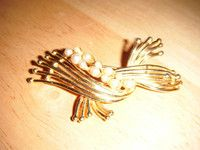 "New Listing Started Vintage goldtone brooch with faux pearls 3""long safety catch £2.25"