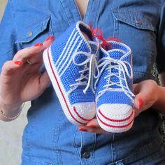 Crochet baby sneakers: free pattern