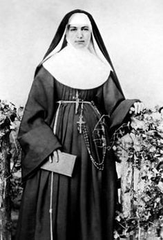 Saint of the Day! Marianne Cope Patron of lepers, outcasts, HIV/AIDS patients, the Hawaiʻi people; Mother Marianne died on August 1918 and was beatified in 2005 and canonized seven years later. Catholic Saints, Patron Saints, Roman Catholic, Nun Catholic, History Of Nursing, Catholic Online, Catholic News, Bride Of Christ, Portraits