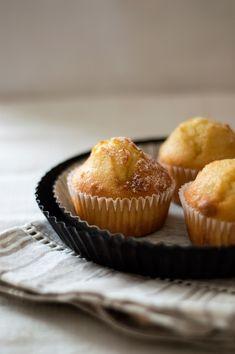 I muffins più buoni del mondo: con yogurt e scorza di limone - PANE VINO & ZUCCHERO Cake Pops, Cupcakes, Yogurt, Pane Vino, Breakfast, Easy Recipes, Deserts, Fairy Cakes, Cooking
