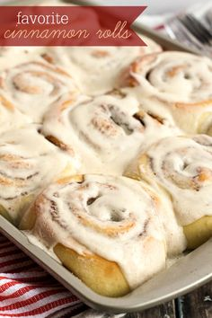 Our ALL-TIME Favorite Cinnamon Roll recipe - so soft and gooey! { lilluna.com }