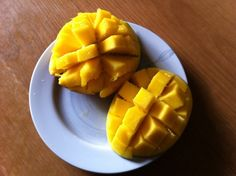 A fun way to cut mangoes.