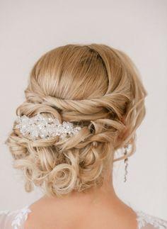Steckfrisur mit Perlen-Haarschmuck