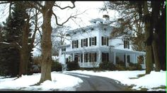 The Family Stone house - A colonial style of traditional, built in the Picture perfect, white house, black shutters. Classic Christmas Movies, Holiday Movies, Lampoon's Christmas Vacation, The Family Stone, Black Shutters, Second Empire, Good House, Stone Houses, Filming Locations