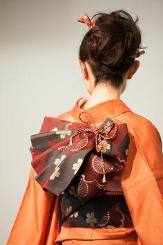 Elaborate Obi Tie On Kimono Traditional Kimono, Traditional Fashion, Traditional Dresses, Kimono Japan, Japanese Kimono, Kimono Tradicional, Look Kimono, Furisode Kimono, Korea
