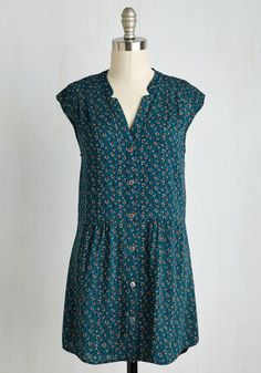 Entering your backyard in this dark teal tunic, you spot a juicy fruit perched at the top of your tree. You smooth the gathered waistline of this silver-buttoned shirt and start to climb! Triumphantly 'n' looking terrific in the shoulder pleats and neutral flower bud print of this top, you bite into that peach!
