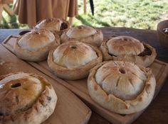 Haandkraft: Medieval pies (I can TOTALLY make these with Earth Balance shortening or coconut oil and soy curls or seitan!)