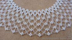 Az idei szálkai táborban egyik társunk mutatott egy gyönyörű, fehér-kristály virágos gyöngygallért. Azonnal tudtam, hogy feltétlenül kell eg...