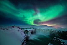 The Aurora Borealis are one of nature's most spectacular displays. While elusive, they can be seen in countries across the globe. Here are the BEST places to see the Northern Lights for yourself! Northern Lights Iceland, Northern Lights Tours, See The Northern Lights, Vsco Filter, Landscape Photography, Travel Photography, Nature Photography, Art Resin, Iceland Waterfalls
